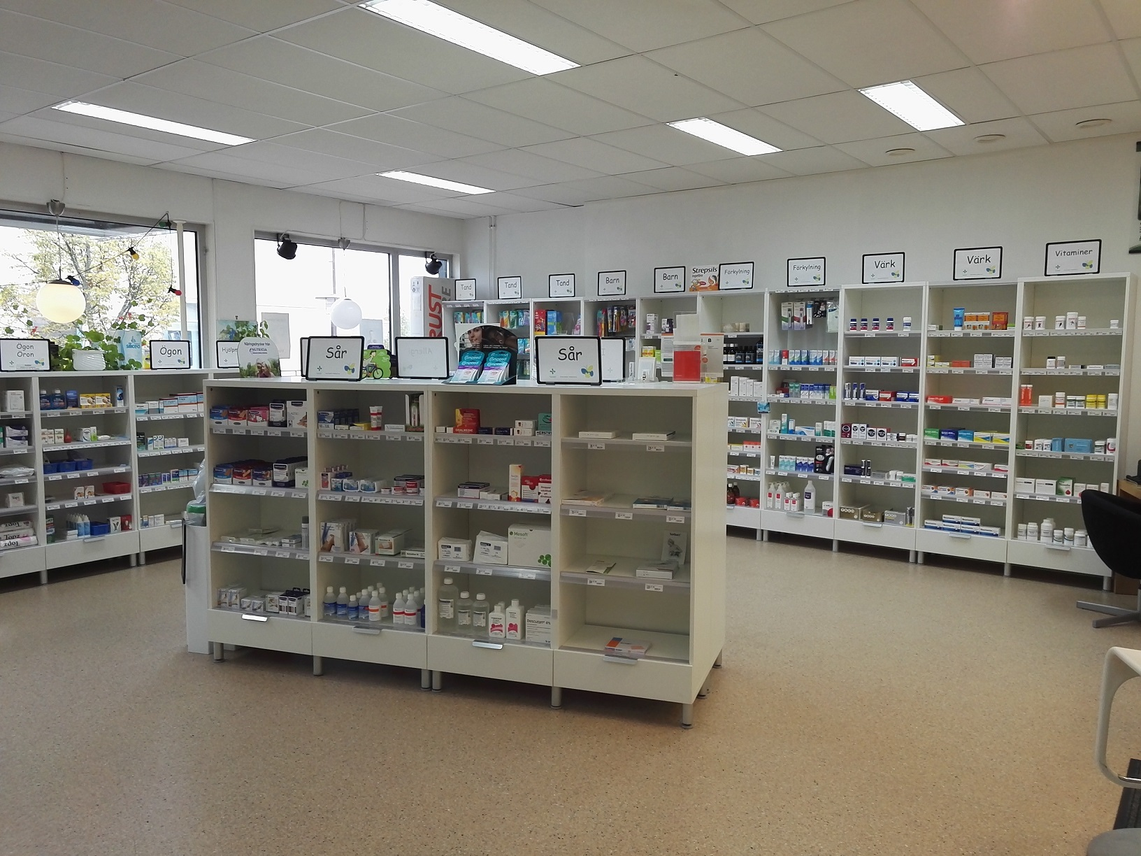 apotek hallstahammar öppettider